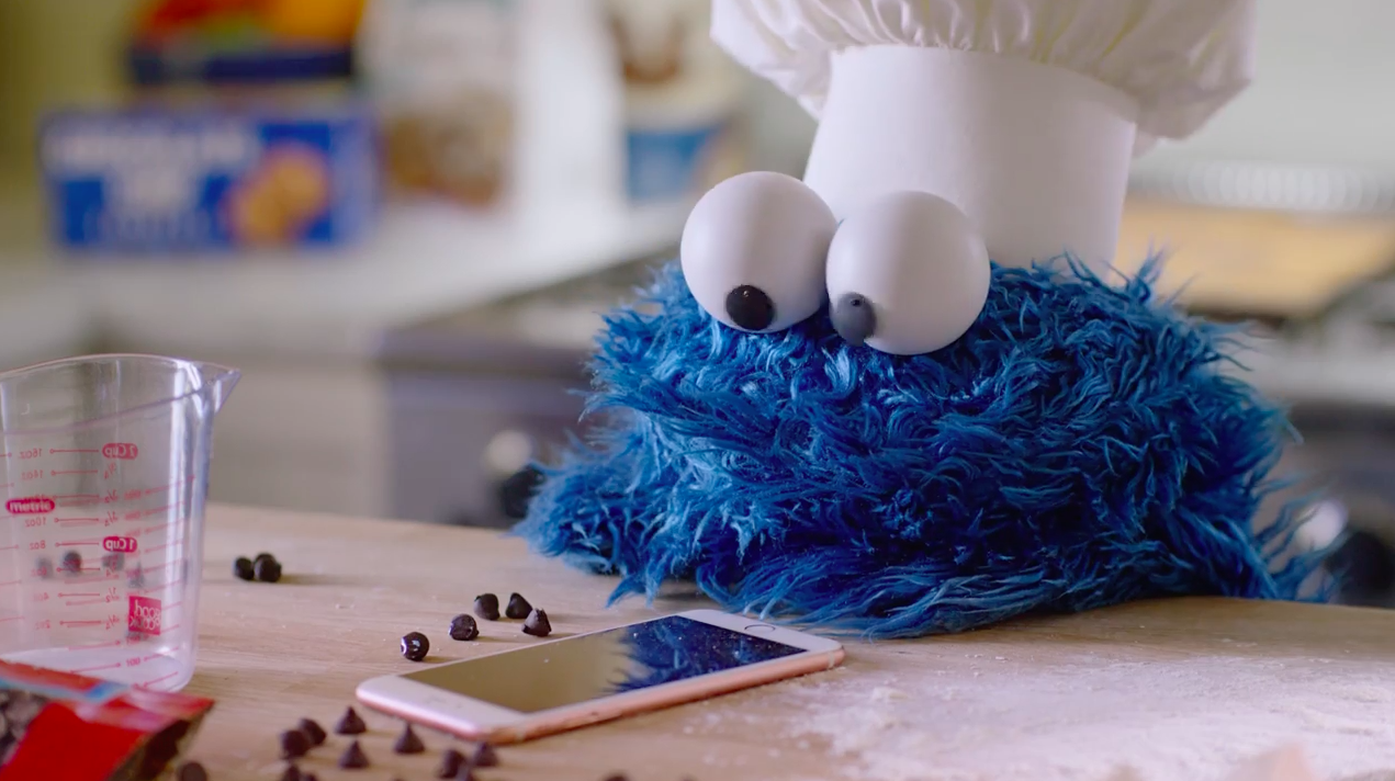 apple-cookie-monster-bts-hed-2016.png